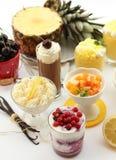Crema della tazza della frutta Fotografie Stock Libere da Diritti