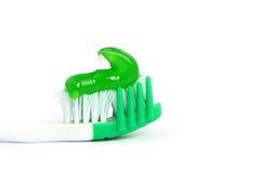 Crema dental y cepillo de dientes aislados Fotos de archivo