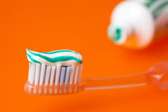 Crema dental y toothrush Fotografía de archivo
