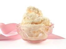 Crema di gelato alla vaniglia in una ciotola Fotografia Stock Libera da Diritti