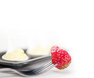 Crema di pasticceria della crema e srawbwrry Immagini Stock