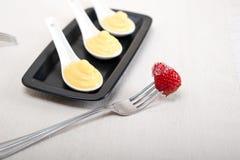 Crema di pasticceria della crema e srawbwrry Fotografia Stock