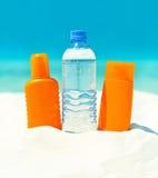 Crema di protezione del sole e dell'acqua. concetto di cura di pelle Immagine Stock Libera da Diritti