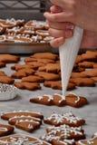 Crema fresca de la preparación de las galletas de la Navidad Imagen de archivo