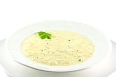 Crema hecha en casa de la sopa de la coliflor Imágenes de archivo libres de regalías