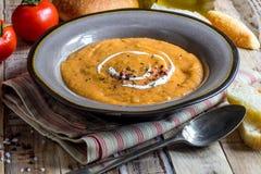 Crema hecha en casa de la sopa de tomate imágenes de archivo libres de regalías