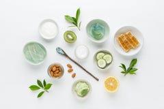 Crema higiénica cosmética de la dermatología herbaria para la belleza y el skinca imagen de archivo