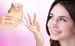 Crema naturale dei fiori per la pelle di cura Immagine Stock