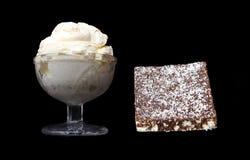 Crema y torta foto de archivo libre de regalías