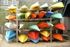 Cremagliera delle canoe Immagine Stock