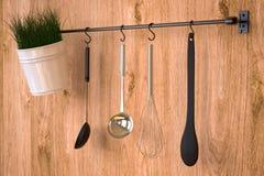 Cremalheira da cozinha na parede de madeira Fotos de Stock Royalty Free