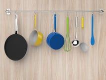 Cremalheira da cozinha que pendura com utensílios da cozinha Fotografia de Stock