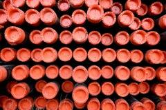 Cremalheira das tubulações do metal do ferro usadas para a perfuração do óleo & da indústria do gás imagens de stock