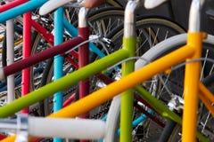 Cremalheira de bicyles coloridos em New York City foto de stock royalty free