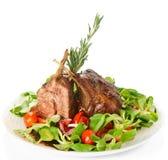 Cremalheira de cordeiro fritada rara no branco Imagem de Stock
