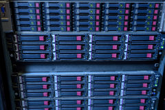 Cremalheira de disco duros do web server no datacenter Fotografia de Stock Royalty Free