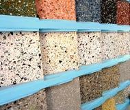 Cremalheira de exposição com as telhas de mosaico clássicas Fotos de Stock Royalty Free