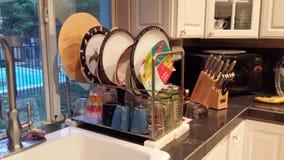 cremalheira de prato da cozinha do Europeu-estilo Foto de Stock