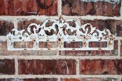 Cremalheira do vintage na parede de tijolo vermelho Imagem de Stock Royalty Free