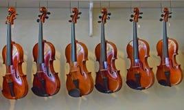 Cremalheira dos violinos de suspensão 4 Fotos de Stock