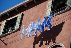 Cremalheira exterior da lavanderia Fotos de Stock Royalty Free