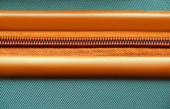 Cremallera anaranjada en un fondo de la maleta Fotografía de archivo