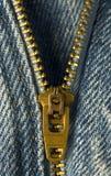 Cremallera de cobre amarillo. Fotos de archivo