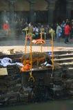 Crematório em Nepal imagens de stock