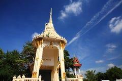 Crematório ou pira funerária tailandesa tradicional foto de stock