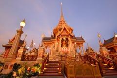 Crematório real tailandês no crepúsculo imagem de stock royalty free