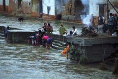 Crematie in de landen van Nepal en van India Royalty-vrije Stock Fotografie