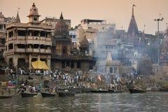 Crematie Ghats - Varanasi - India Stock Afbeeldingen