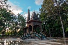crematory Wat Pa Maha Chedi Kaew Han District royaltyfria bilder