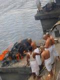 Cremazione sul fiume di Bagmati, Nepal Fotografia Stock Libera da Diritti