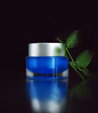 Creme azul sobre o preto Foto de Stock Royalty Free
