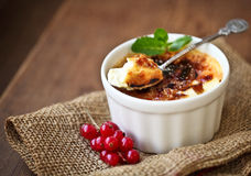 Creme brulee (cream brulee, burnt cream) Stock Photos