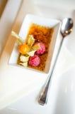 Creme brulee przy restauracją Zdjęcia Royalty Free
