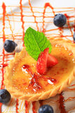 Creme brulee tartlet Royalty Free Stock Photos