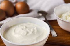 Creme de leite, requeijão, ovos para cozinhar Fotografia de Stock