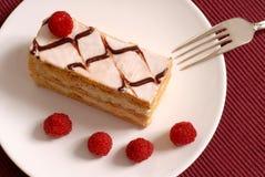 Creme de pastelaria Napoleon com framboesas Fotografia de Stock Royalty Free