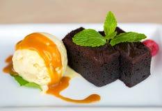 Creme de Vanilla Ice com Brownie Dessert foto de stock