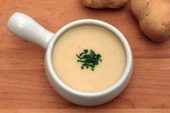 Creme der Zwiebel und der Kartoffelsuppe Stockbild