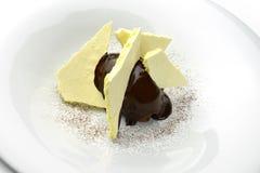 Creme do chocolate da sobremesa com merengue Imagem de Stock Royalty Free