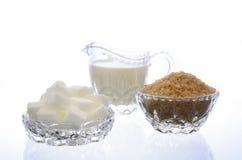Creme e açúcar nos produtos vidreiros de cristal Imagens de Stock Royalty Free