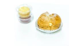 Creme e macarons dos Choux Fotos de Stock Royalty Free