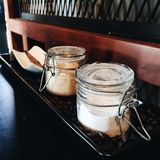 Creme oder Zucker? Stockfotografie