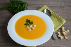 Creme-sopa da abóbora com pão torrado Imagem de Stock Royalty Free