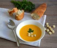 Creme-sopa da abóbora com pão torrado Fotografia de Stock Royalty Free