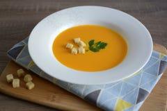 Creme-sopa da abóbora com pão torrado Imagens de Stock Royalty Free