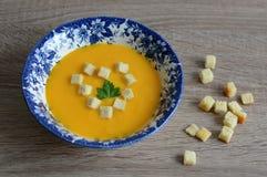 Creme-sopa da abóbora com pão torrado Imagem de Stock